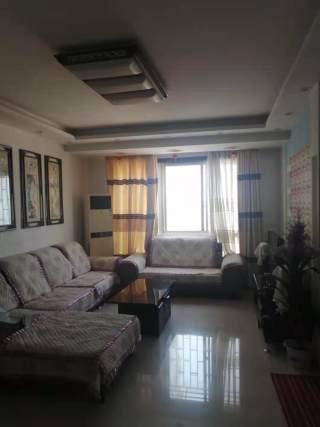 (市区)华英大厦3室2厅1卫1800元/月136m²精装修出租